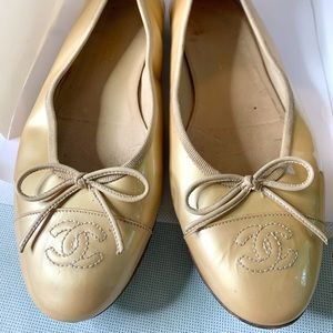 🔥SALE🔥 AUTH CHANEL PATENT LEATHER GOLD FLATS 39